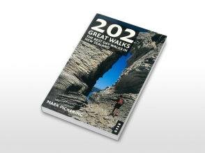 202 Great Walks book cover
